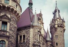 MOSZNA POLEN - JUNI 04, 2017: Den Moszna slotten är ett historiskt Royaltyfri Bild
