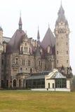 Moszna-Schloss des 17. Jahrhunderts an einem nebeligen Tag, oberes Schlesien, Polen Lizenzfreies Stockfoto