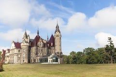 Moszna-Schloss des 17. Jahrhunderts am sonnigen Tag, Herbst, oberes Schlesien, Polen Stockbild