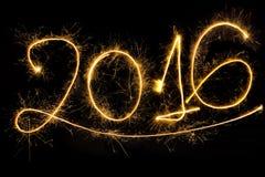 mot 2016 écrit avec le feu d'artifice d'étincelle Image stock