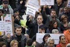 mot att protestera för demonstranthåll samla unfaien Arkivfoton