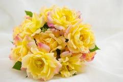 mot bakgrundsbukett isolerad vit yellow för ro Royaltyfri Fotografi