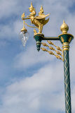 mot blå by för lightingskygata royaltyfria foton