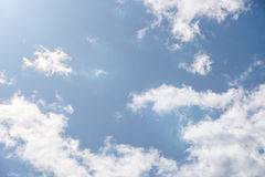 mot blue clouds skywhite Arkivfoton