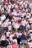 mot bröstcancer som gör kliv Arkivbilder