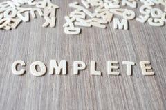 Mot COMPLET des lettres en bois d'alphabet Affaires et idée photo libre de droits
