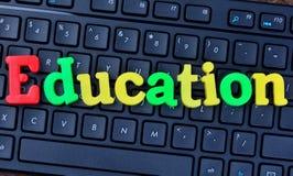 Mot d'éducation sur le clavier d'ordinateur Image stock