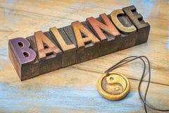 Mot d'équilibre dans le type en bois Photographie stock