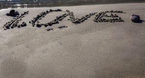 Mot d'amour écrit sur le sable Images libres de droits