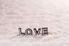 Mot d'amour sur le sable blanc Photographie stock libre de droits