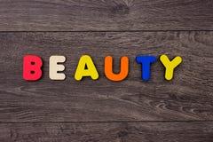 Mot de beauté des lettres en bois Photographie stock libre de droits