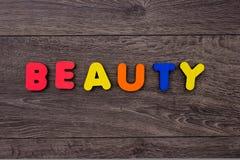 Mot de beauté des lettres en bois Photo stock