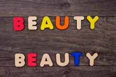 Mot de beauté des lettres en bois Images libres de droits