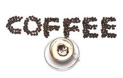 Mot de café avec le grain de café et la cuvette de café Photographie stock
