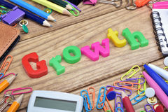 Mot de croissance et outils de bureau photo stock