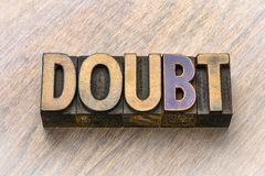 Mot de doute dans le type en bois image libre de droits