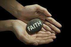 Mot de foi sur la pierre Images libres de droits