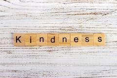 Mot de gentillesse fait avec le concept en bois de blocs Images libres de droits