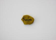 Mot de liberté écrit sur la pierre Photographie stock