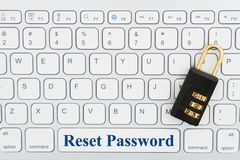 Mot de passe de remise avec la serrure sur un clavier image libre de droits