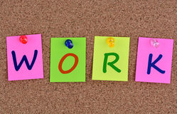 Mot de travail sur des notes photos stock