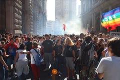mot deltagare för demonstrationsgenoa gove Arkivfoto