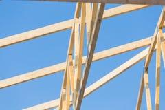 mot den inramning home nya bostadsgrunda skyen för blå konstruktionsfokus Royaltyfria Bilder
