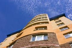 mot den moderna skyen för byggnad Royaltyfri Bild