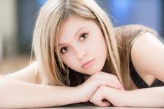 mot den stora flickatv:n Royaltyfria Foton