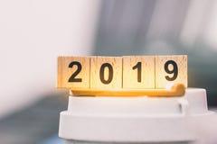mot 2019 des blocs en bois images stock