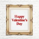 Mot heureux de Saint-Valentin dans le cadre d'or de photo de vintage sur le mur de briques blanc, concept d'amour Photos stock