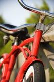 mot lutande räckered för cykel arkivbilder