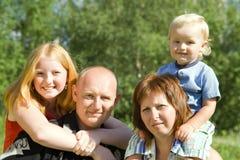 mot naturen för familj fyra Royaltyfria Bilder