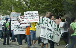 mot ny protest för illegal invandrarelag arkivbild