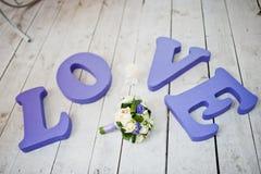 Mot pourpre de mariage de décor Photographie stock