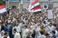 mot rådet som visar militära egyptier Arkivbild