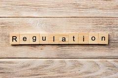 Mot réglementaire écrit sur le bloc en bois texte réglementaire sur la table, concept photographie stock libre de droits