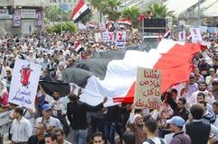 mot rådet som visar militära egyptier Arkivfoto