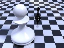 mot schackbrädet pantsätta drottningen Arkivfoto