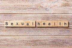 Mot sexuel de santé écrit sur le bloc en bois Texte sexuel de santé sur la table, concept Photographie stock libre de droits