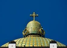 mot skyen för nouveau för blå cuploa för konst den guld- Arkivfoton