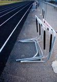 mot staket hoppar över fältet spåret Royaltyfri Fotografi