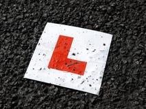 mot svart tarmac för chaufförlearnerplatta royaltyfria foton
