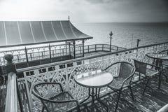 mot victorianen welsh för pir för bakgrundclevedonkostnad royaltyfri fotografi