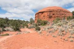 Mota de la piedra arenisca roja en el tiempo de primavera Fotografía de archivo
