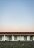 Motel abandonné par résumé Images libres de droits