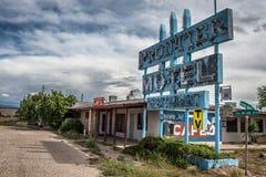 Motel abbandonato di frontiera sull'itinerario storico 66 in Arizona Fotografia Stock