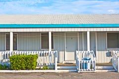 Motel in de buitenbanken stock afbeelding