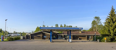 Motel en benzinestation stock foto