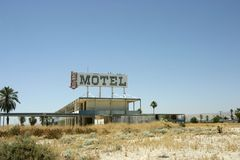 Motel vago e abandonado velho Fotos de Stock Royalty Free